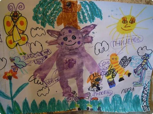 Рисовала картинку дочь 6,9 лет.Рамочку делала я из скрученных бумажных палочек. Затем расскрашивала их акварелью. Чтобы места стыковок замаскировать, приклеила сверху листочки. фото 3