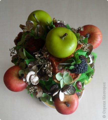 """Моё очередное фруктовое дерево, """"подсела"""" кажется я на этот вид творчества. Вроде бы пока и делать уже не из чего (закончился клей), собираю по всем углам и вперёд... В этом деревце использовала цветы гортензии, крашенные и просто сушёные..., добавила кофейных зёрен...В общем сборная солянка. фото 3"""