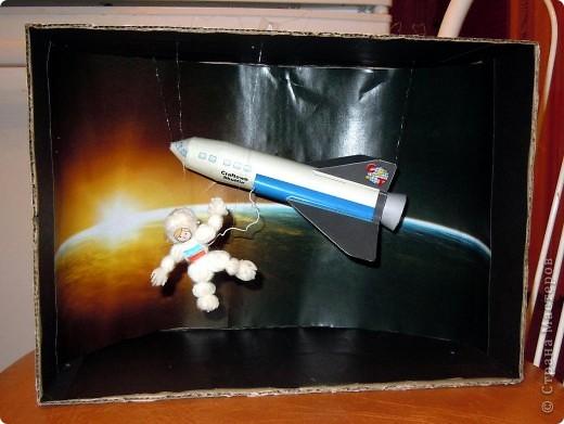 Космос в телевизоре или точнее космонавт. А еще точнее видимо Терешкова в космосе :) фото 3