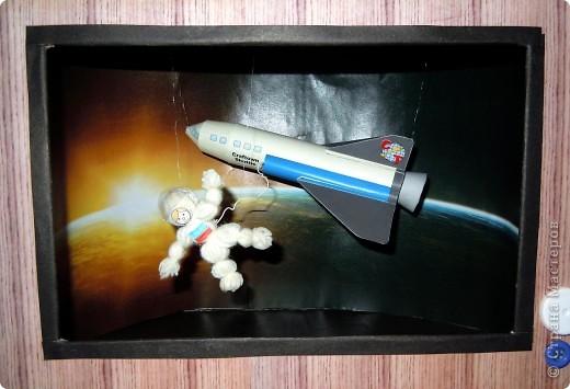Космос в телевизоре или точнее космонавт. А еще точнее видимо Терешкова в космосе :) фото 4