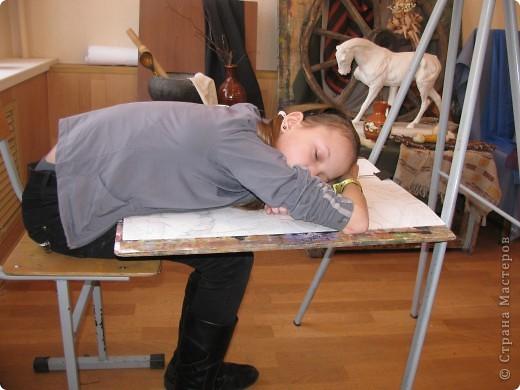 Вот мы рисовали 2 часа и устали!!! Надо отдохнуть! Как же проходят перемены в Детской Художественной Школе№1( СТАРШАЯ СТУПЕНЬ)? фото 7