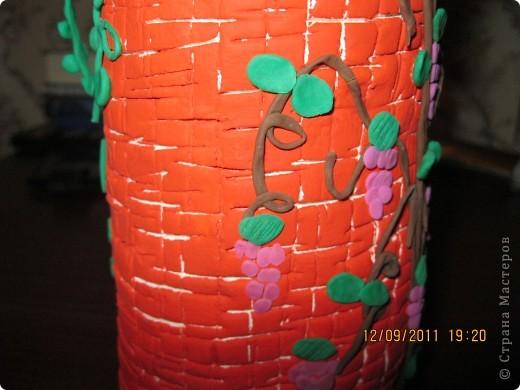 домик сделан на железной банке.      окошечко с цветочком на подоконнике фото 6