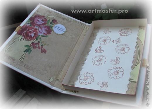Коробка подарочная юбилейная, женщине на 65 лет, в нее был вложен паспорт на бытовой прибор, который и был таким образом подарен.Размер 16*24см. Обложка как для блокнотов сделана, коробка внутри http://mu-ha.blogspot.com/2009/09/blog-post_11.html (как сделана выдвижная часть) фото 5