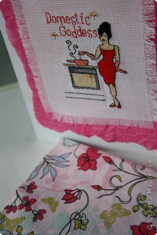 Первый мой опыт в создании открыток. Материалы: глянцевая фото-бумага, обертка из обувной коробки (та что ярко розовая). канва, мулине и проч. для вышивки. Сохранилась только эта фотография уже с дня рождения, сама свою работу не успела сфотографировать. фото 1