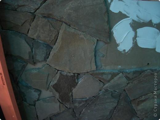 Наклеила на подготовленную стену нужный мотив, провела с ним некоторые манипуляции - состарила. На первом рисунке показано фото 5