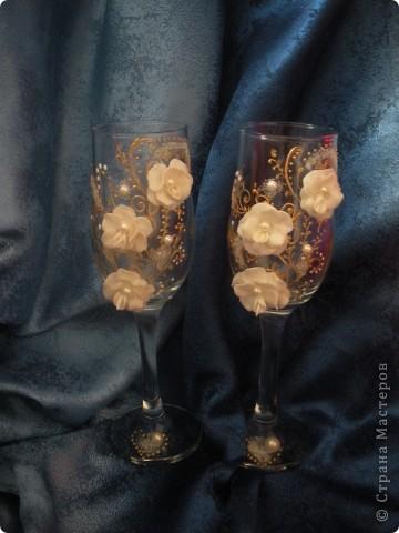 К этим бокалам я приклеила придуманые мною цветочки, не знаю существуют ли такие в природе, но мне понравилось фото 1