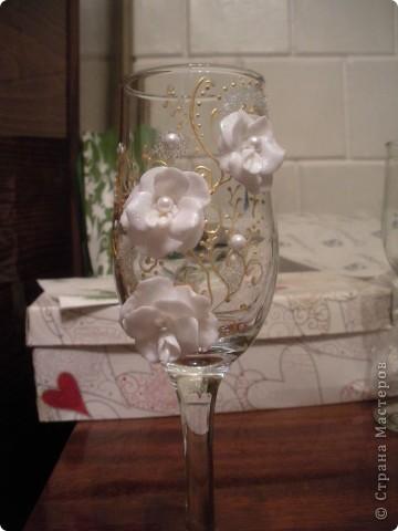К этим бокалам я приклеила придуманые мною цветочки, не знаю существуют ли такие в природе, но мне понравилось фото 3
