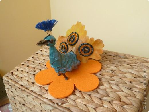 Втянулись в творческий процесс к празднику осени. Сделали ещё павлина, ель и домик. фото 2
