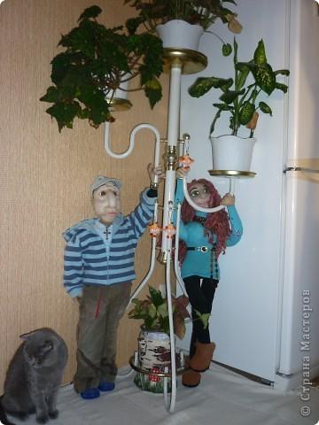 Новое применение старым куклам-Тошка теперь держит туалетную бумагу...хотя ему не очень это нравится... фото 2