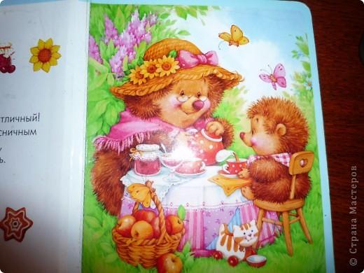 """Слепила ежиков по рисунку в книжке дочери, автор М. Федотова, рисунки сказочно-расчудесные! Первый раз леплю картинку, пробовала до этого цветы, мелочь всякую...в общем только учусь пока. Стол не получился, кружки тоже """"хромают"""". Учусь только по вашим работам. Подсказать некому. Буду стараться. Спасибо за внимание! фото 2"""