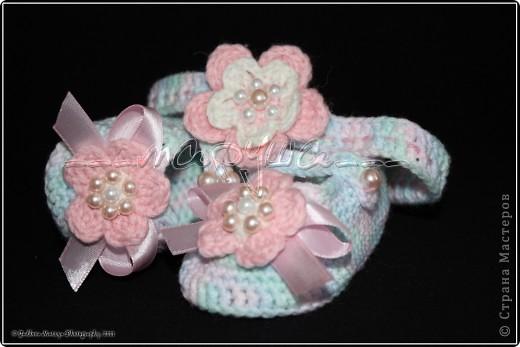 комплект для младшей доченьки (пинетки, кепочка и повязка) фото 3