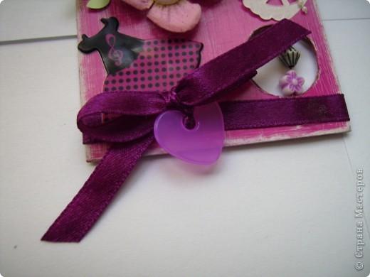 """Пришла очередь тэга для девочек. Думала про девочек будет легче, а на самом деле .... В одном блоге (http://lorrika.blogspot.com/2011/09/quote.html) я прочитала: """"Если хочешь написать о женщине, обмакни перо в радугу и стряхни пыль с крыльев бабочки"""" Дени Дидро. Вообщем в моем понимании девочки это: розовый цвет и все цвета радуги, это наряды, бусики, бисер, кружавчики, короны, мишки сердечки  и цветы, цветы, цветы... Ну вот, что получилось, судить вам. фото 5"""