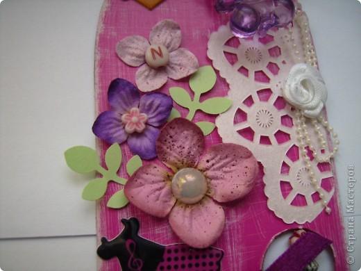 """Пришла очередь тэга для девочек. Думала про девочек будет легче, а на самом деле .... В одном блоге (http://lorrika.blogspot.com/2011/09/quote.html) я прочитала: """"Если хочешь написать о женщине, обмакни перо в радугу и стряхни пыль с крыльев бабочки"""" Дени Дидро. Вообщем в моем понимании девочки это: розовый цвет и все цвета радуги, это наряды, бусики, бисер, кружавчики, короны, мишки сердечки  и цветы, цветы, цветы... Ну вот, что получилось, судить вам. фото 2"""