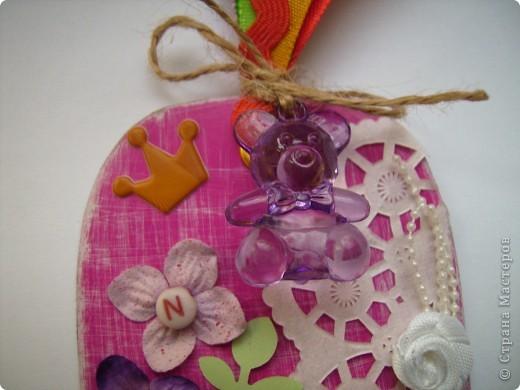 """Пришла очередь тэга для девочек. Думала про девочек будет легче, а на самом деле .... В одном блоге (http://lorrika.blogspot.com/2011/09/quote.html) я прочитала: """"Если хочешь написать о женщине, обмакни перо в радугу и стряхни пыль с крыльев бабочки"""" Дени Дидро. Вообщем в моем понимании девочки это: розовый цвет и все цвета радуги, это наряды, бусики, бисер, кружавчики, короны, мишки сердечки  и цветы, цветы, цветы... Ну вот, что получилось, судить вам. фото 3"""