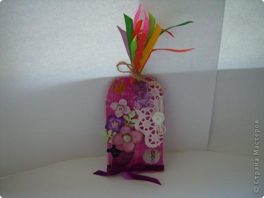"""Пришла очередь тэга для девочек. Думала про девочек будет легче, а на самом деле .... В одном блоге (http://lorrika.blogspot.com/2011/09/quote.html) я прочитала: """"Если хочешь написать о женщине, обмакни перо в радугу и стряхни пыль с крыльев бабочки"""" Дени Дидро. Вообщем в моем понимании девочки это: розовый цвет и все цвета радуги, это наряды, бусики, бисер, кружавчики, короны, мишки сердечки  и цветы, цветы, цветы... Ну вот, что получилось, судить вам. фото 1"""