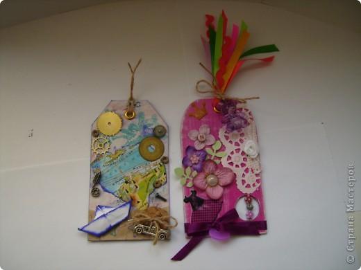 """Пришла очередь тэга для девочек. Думала про девочек будет легче, а на самом деле .... В одном блоге (http://lorrika.blogspot.com/2011/09/quote.html) я прочитала: """"Если хочешь написать о женщине, обмакни перо в радугу и стряхни пыль с крыльев бабочки"""" Дени Дидро. Вообщем в моем понимании девочки это: розовый цвет и все цвета радуги, это наряды, бусики, бисер, кружавчики, короны, мишки сердечки  и цветы, цветы, цветы... Ну вот, что получилось, судить вам. фото 6"""