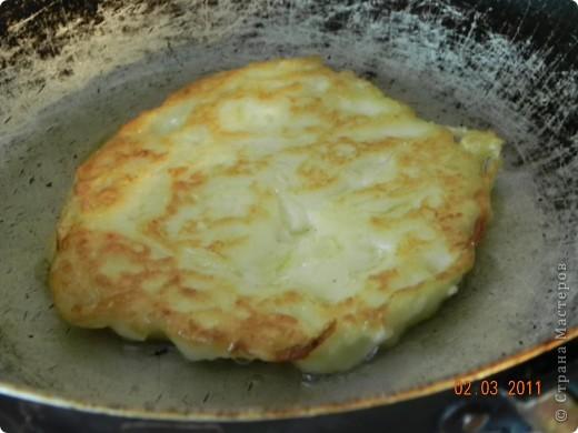 Оладьи картофельные и квашенной капустой фото 9