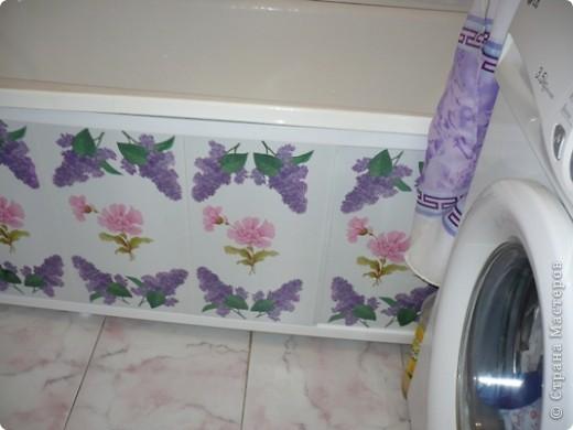 У моей дочери любимый цвет-розовый. И кухня и ванна в розовых тонах. Поэтому и хлебницу ,и ведро , что она просила разукрасить я сделала именно в этом цвете. А кашпо по собственной инициативе изобразила. Очень хотелось сделать порядочное кружево. но не было такой салфетки. поэтому решила нарисовать в стиле шитья, но получилось не очень. фото 5