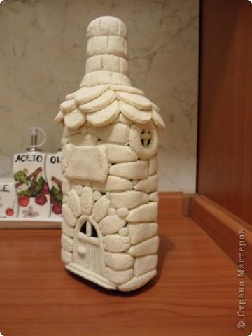 моя первая бутылка-домик из солёного теста(ещё в непокрашенном виде). фото 1