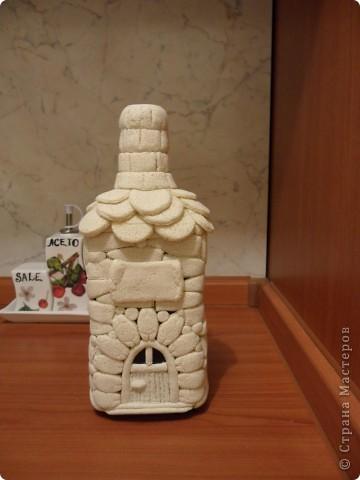 моя первая бутылка-домик из солёного теста(ещё в непокрашенном виде). фото 2