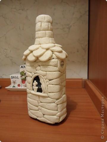 моя первая бутылка-домик из солёного теста(ещё в непокрашенном виде). фото 3