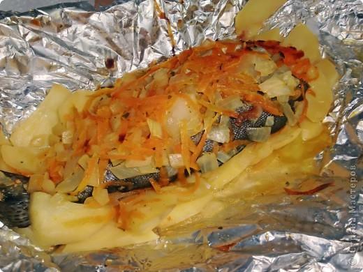 Рыба в фольге на картофельной подушке