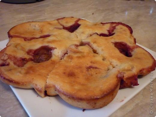 Хочу поделиться с Вами рецептом очень легкого  пирога.Для его приготовления всегда есть продукты .Привлекло меня в этом рецепте отсутствие масла и еще, всегда остается застоявшийся кефир,который нам и понадобиться ...Ну как тут можно устоять))) фото 1