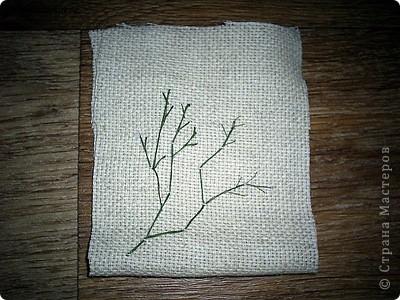Для поделки нам понадобится льняная ткань, из которой выкраиваем деталь для будущего мешочка фото 2