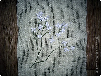 Для поделки нам понадобится льняная ткань, из которой выкраиваем деталь для будущего мешочка фото 3
