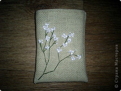 Для поделки нам понадобится льняная ткань, из которой выкраиваем деталь для будущего мешочка фото 4