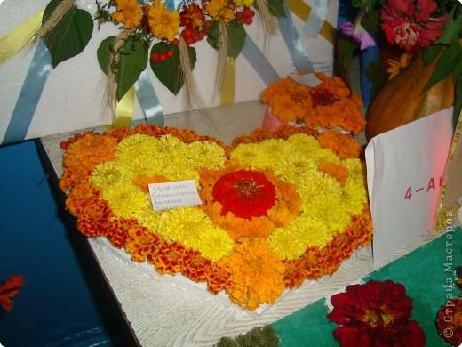 В нашей школе проходила выставка цветов посвященная 20 годам независимости Украины. Первую работу на ваш суд выношу моей дочки Насти (конечно под маминым руководством). фото 4