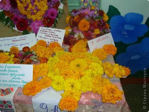 В нашей школе проходила выставка цветов посвященная 20 годам независимости Украины. Первую работу на ваш суд выношу моей дочки Насти (конечно под маминым руководством). фото 32