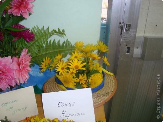 В нашей школе проходила выставка цветов посвященная 20 годам независимости Украины. Первую работу на ваш суд выношу моей дочки Насти (конечно под маминым руководством). фото 34