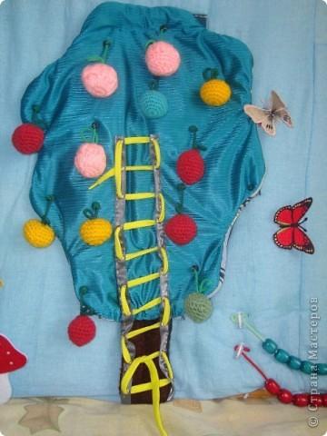 Вот такой коврик я сделала для садика в группу дочери. Основная функция коврика: мелкая моторика. фото 4