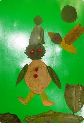 Решила я предложить своим четвероклассникам сделать аппликацию из листьев. Вот что у них получилось. Выкладываю только самые оригинальные работы. Рыбки, бабочки и букеты остались на выставке в классе.  Тарасов Андрей сделал березку из нарезанных листьев. фото 3