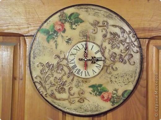 Часы на виниловой пластинке были сделаны в память о погибшей собаке и подарены ее хозяевам.  фото 3