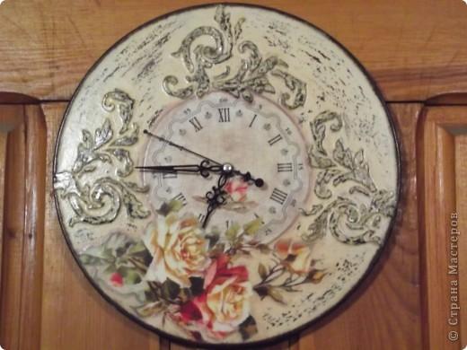 Часы на виниловой пластинке были сделаны в память о погибшей собаке и подарены ее хозяевам.  фото 4