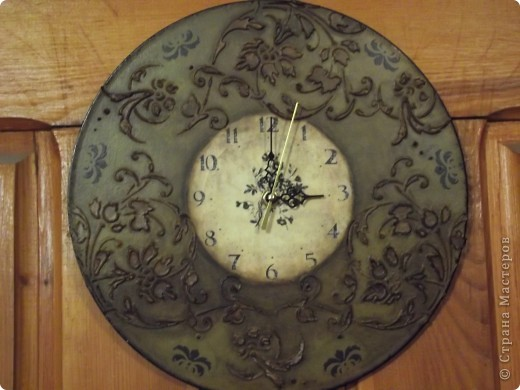 Часы на виниловой пластинке были сделаны в память о погибшей собаке и подарены ее хозяевам.  фото 14