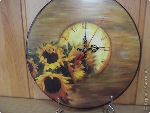 Часы на виниловой пластинке были сделаны в память о погибшей собаке и подарены ее хозяевам.  фото 19