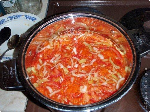 """Кто помнит, был в советские времена такой салат в 800-граммовых банках фирмы """"Балатон"""". Мне эта заготовка очень напомнила вкус того самого салата, поэтому и назвала его """"Балатонским"""". фото 4"""