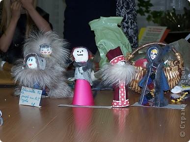 """Дочка уговорила всю семью с ней пойти в клуб рукоделия """"Домовенок"""", где сегодня коллективно мастерили саамских кукол...Это наша. фото 2"""