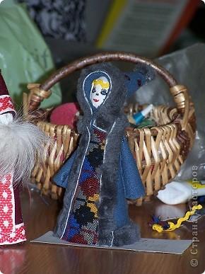"""Дочка уговорила всю семью с ней пойти в клуб рукоделия """"Домовенок"""", где сегодня коллективно мастерили саамских кукол...Это наша. фото 1"""