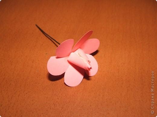 Здравствуйте дорогие жители СМ!!! Сегодня хочу поделиться с вами своим открытием!!! Мы будем с вами мастерить розочку как на фото!!! Розочка из бумаги своими руками-это так просто!!! Вдохновила меня на создание этого цветка мамина большая брошка-роза!!! Вот так порой приходит вдохновение!!!)))))  фото 7