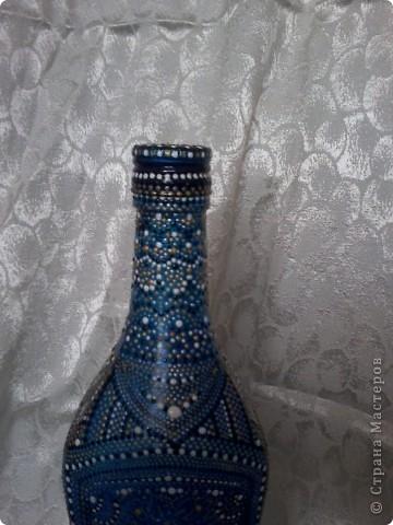 Бутылка покрыта витражной краской, узор нанесен контуром по стеклу. фото 4
