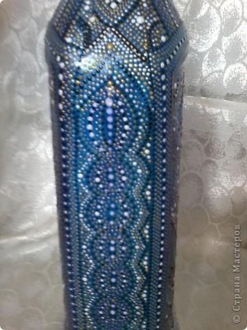 Бутылка покрыта витражной краской, узор нанесен контуром по стеклу. фото 5