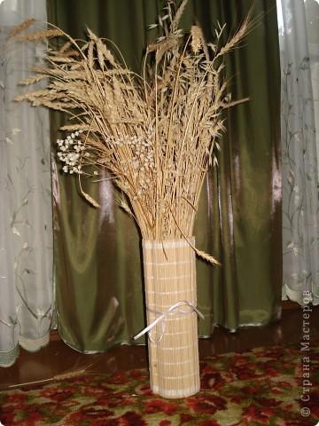 ваза с злаками))) Злаки набирала на полях, ваза сделана очень просто - это стеклянная банка обернутая циновкой.  фото 1