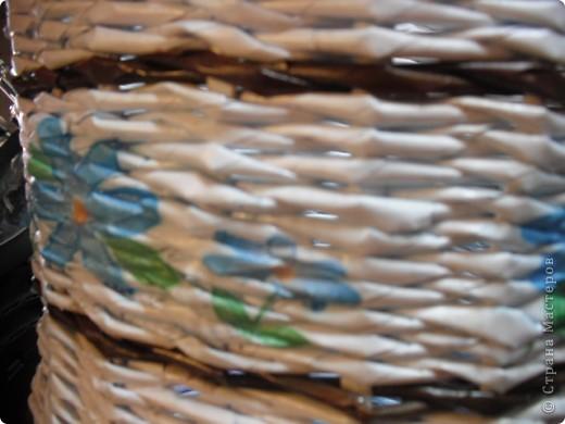 Кривовато, плела без формы, но всем вроде понравилось, а я думаю, что на первый раз сойдет)... Бумага офисная, резала листы на 5 тонких полосочек, но все равно получились грубоватые, не совсем удобно ими плести, а тем более я первый раз плела из такой бумаги...все пробую и пробую разное) фото 3