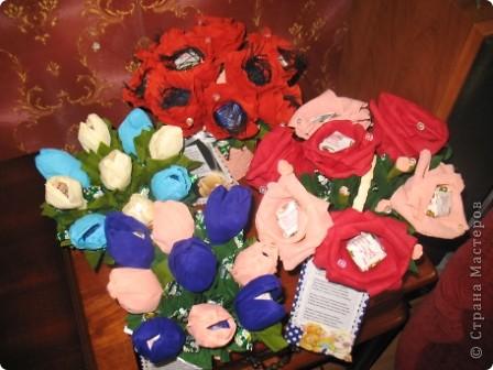 Хочу поделиться хорошим настроением! 27 сентября замечательный праздник-день воспитателя и вот такие сладкие букеты отправятся завтра в садик,который посещают мои старшие сыновья для самых чутких,добрых и заботливых людей...которые в течение всего дня заменяют моим малышам маму)))) Низкий им за это поклон и такое вот мое поздравление))) фото 6