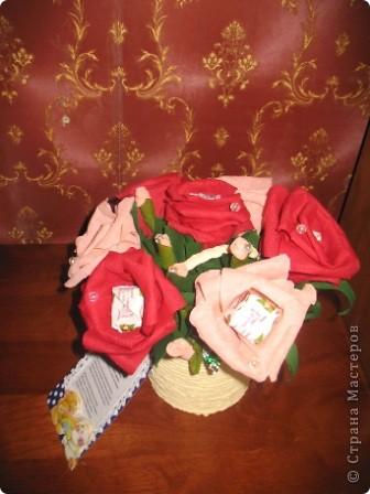 Хочу поделиться хорошим настроением! 27 сентября замечательный праздник-день воспитателя и вот такие сладкие букеты отправятся завтра в садик,который посещают мои старшие сыновья для самых чутких,добрых и заботливых людей...которые в течение всего дня заменяют моим малышам маму)))) Низкий им за это поклон и такое вот мое поздравление))) фото 4