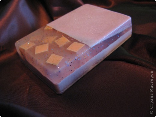 Уж очень меня увлек процесс изготовления мыла из основы, пока не переварила 2 кг, не успокоилась... фото 6